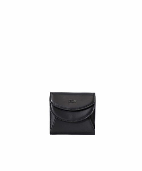 LUMI Viivi Trifold Wallet in classic black. This little trifold wallet safe-keeps your cards and cash in style. Made from lovely and soft sheep napa leather.