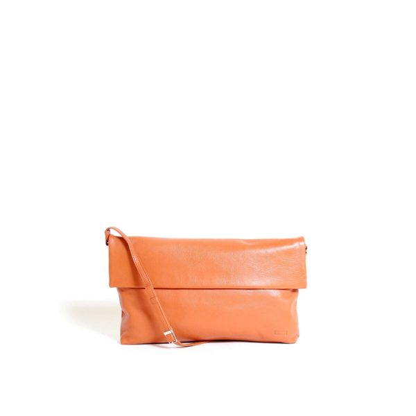 LUMI Julia Midi Clutch, in cognac, is made of vegetable tanned goat leather. This clutch is nice an petite but still big enough to fit everything you might need for your evening out.