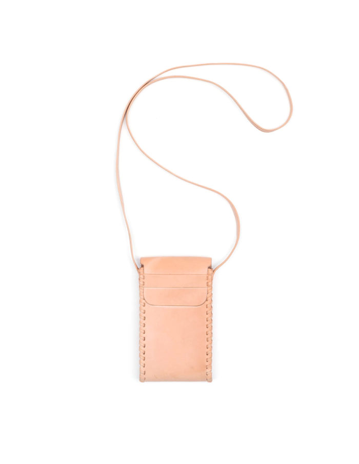 LUMI Kimmo Neck Phone Case is created using natural vegetable tanned cow leather.