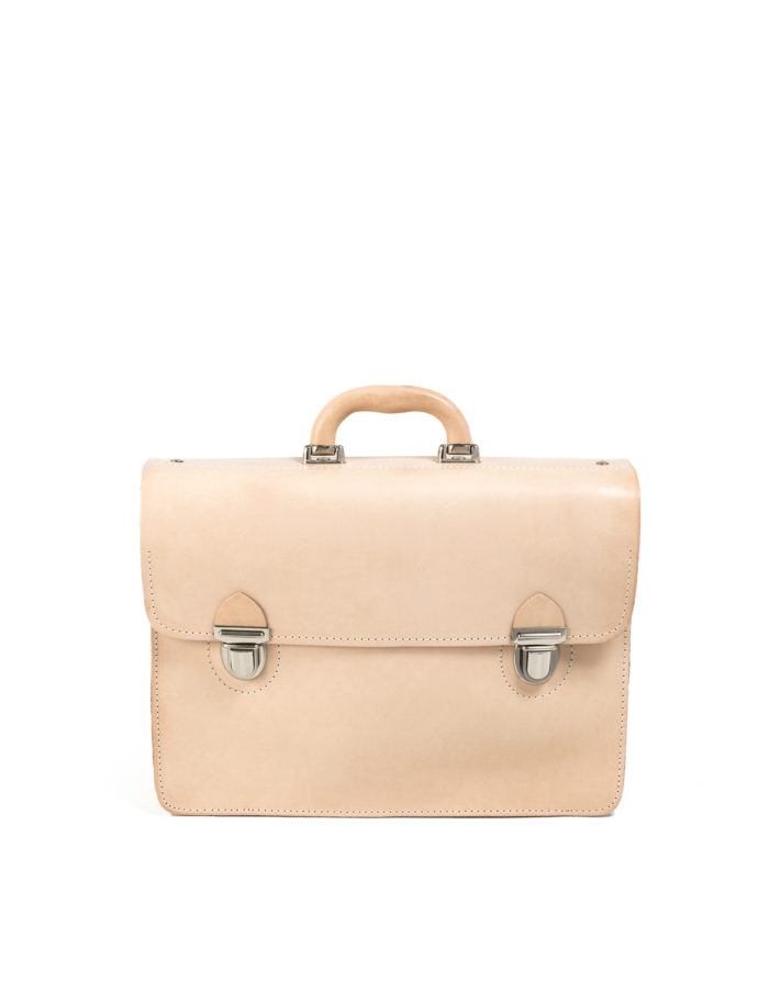 LUMI Mika Postman Bag is created using natural vegetable tanned cow leather.