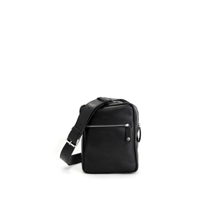 LUMI Björn Messenger, in black, is created using vegetable tanned leather.