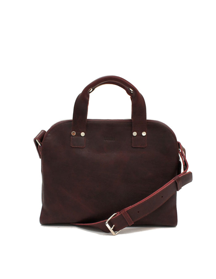LUMI Johan Small Business Bag, in wine, is all about urban functionality. Created using vegetable tanned, pull-up waxed leather.