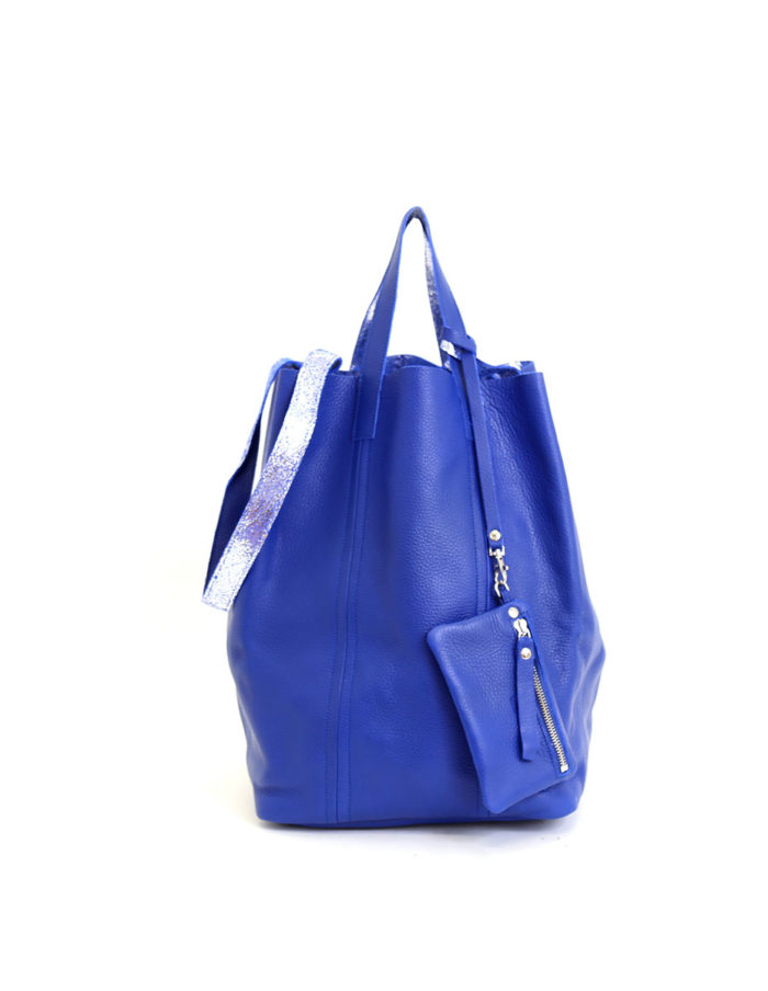 LUMI Linda Large Tote Floater, in blue/silver, is from our Limited Edition. Linda is a definite head-turner and makes a perfect accessory for toting around town.