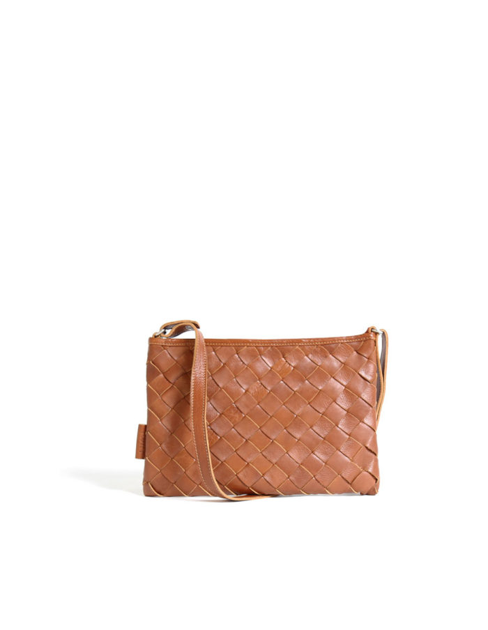 LUMI Trine Woven Clutch Large, in cognac. This bag is made of certified vegetable tanned, chrome-free leather. Only natural dyes are used during the tanning process.