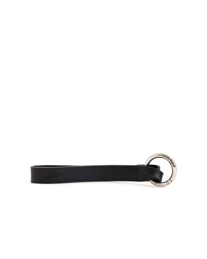 LUMI Alvar Key Holder, in black, is created using natural vegetable tanned cow leather.