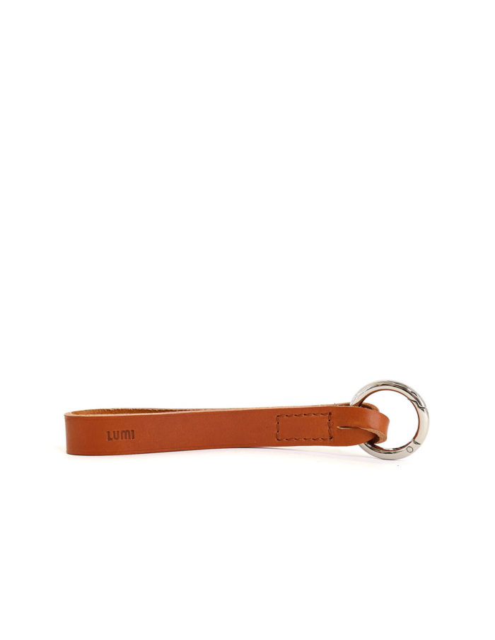 LUMI Alvar Key Holder, in cognac, is created using natural vegetable tanned cow leather.