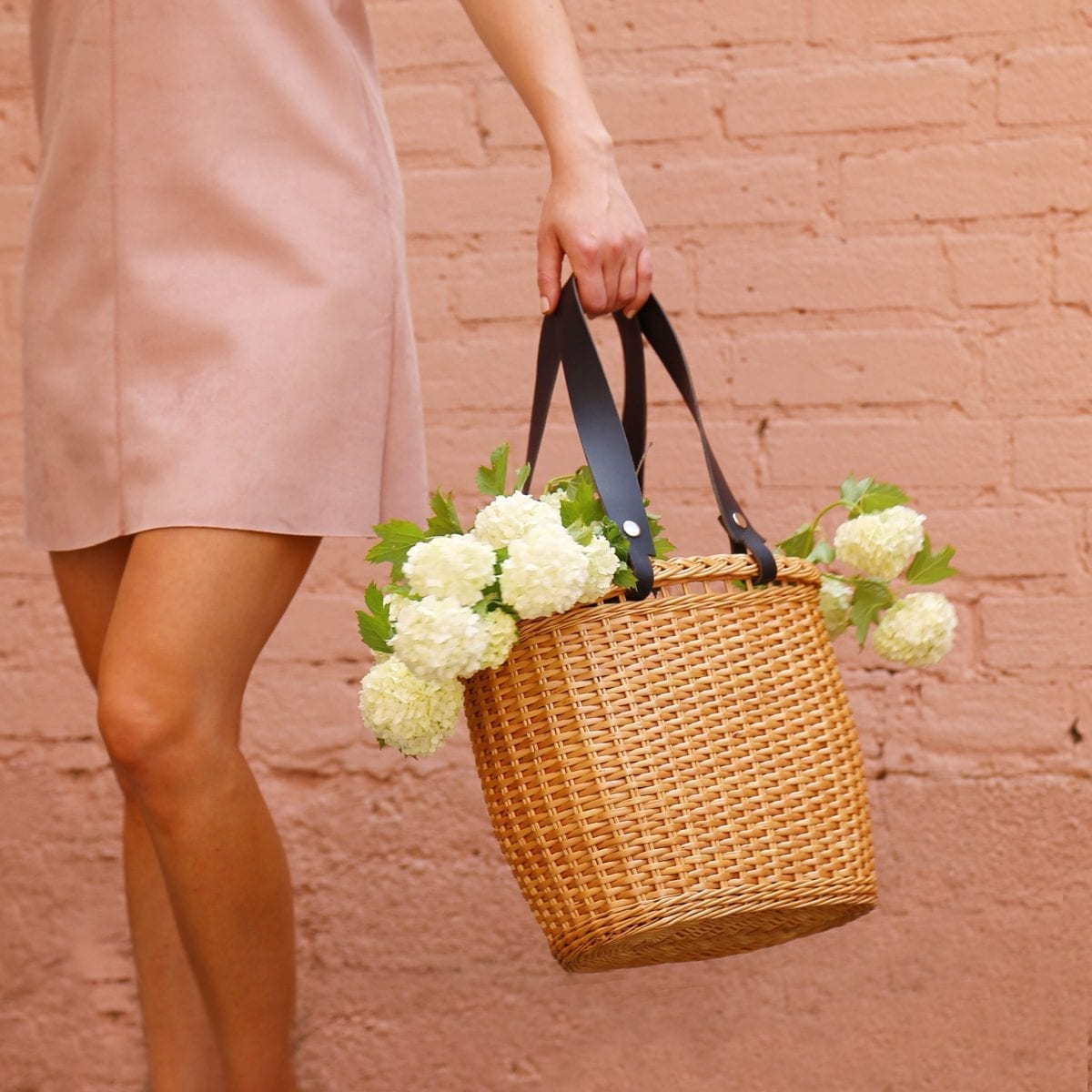 LUMI Wicker Basket with vegetable tanned leather handle