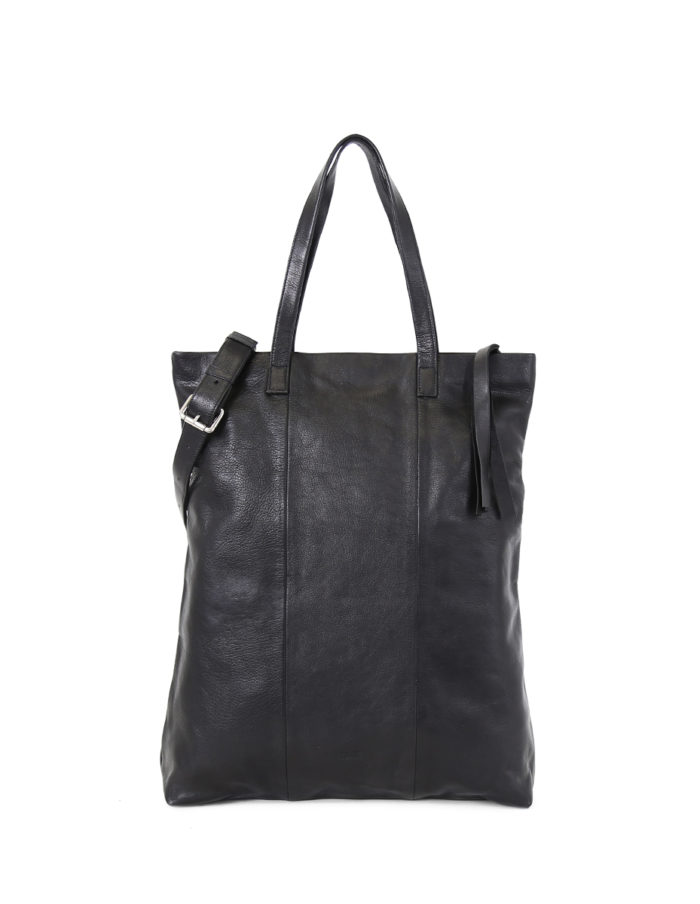 LUMI Mia XXL Tote in black.