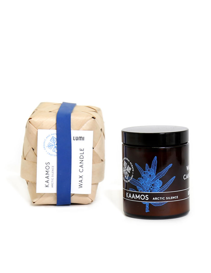 """Hand-poured LUMI vegetable wax candle in Aamu """"Morning Bliss"""" natural botanical scent, reminding you of refreshing Spring lakes."""