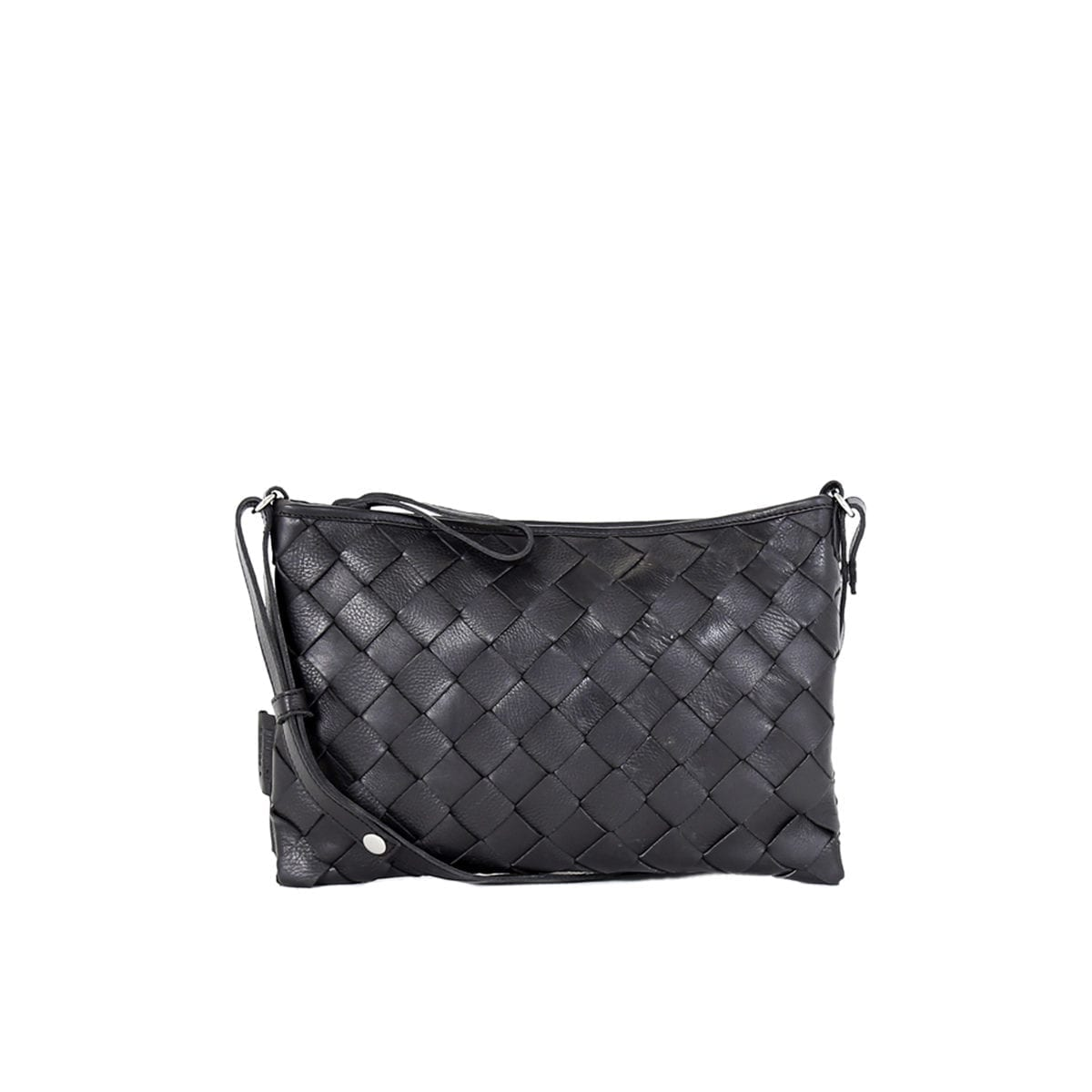 LUMI Trine Woven Clutch Large in classic black. This roomy clutch with woven textured details is a perfect day bag that fits your small daily essentials