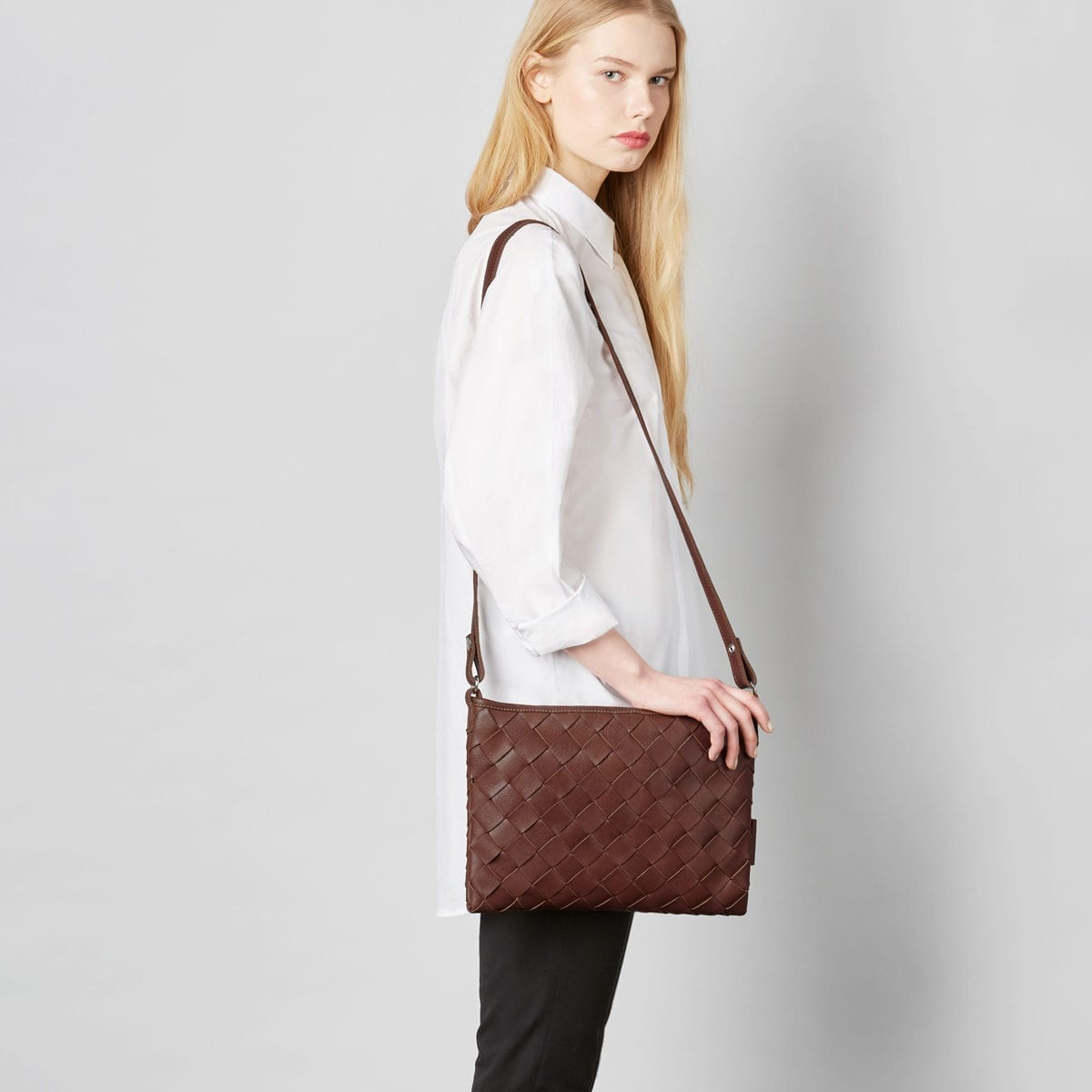 Trine Woven Clutch in brown