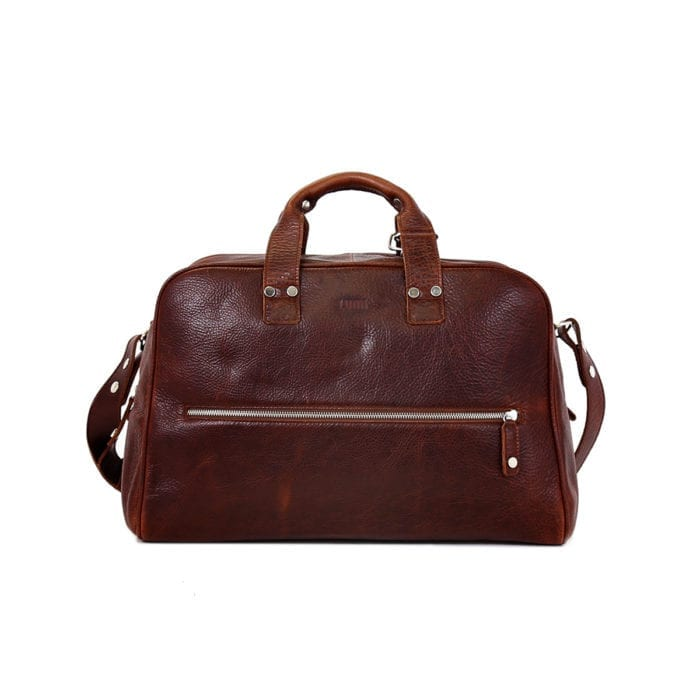 LUMI Kristian Weekender Bag in toffee. This roomy and handsome weekender bag fits all you need for a weekend away. Also fits your workout essentials.