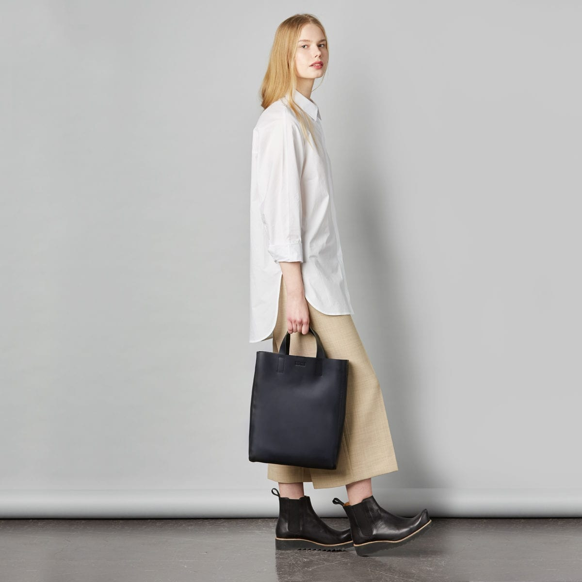 LUMI Ritva Open Tote in classic black. This minimalistic tote bag ticks all the boxes for a perfect day bag, for the office and around town
