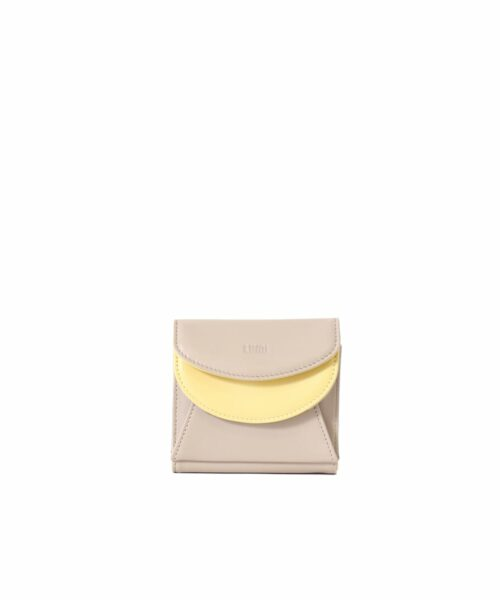 LUMI Viivi Trifold Wallet in fresh taupe and sorbet combo. This little trifold wallet safe-keeps your cards and cash in style. The wallet is handmade from lovely and soft sheep napa leather, which makes it beautiful to hold in your hand.