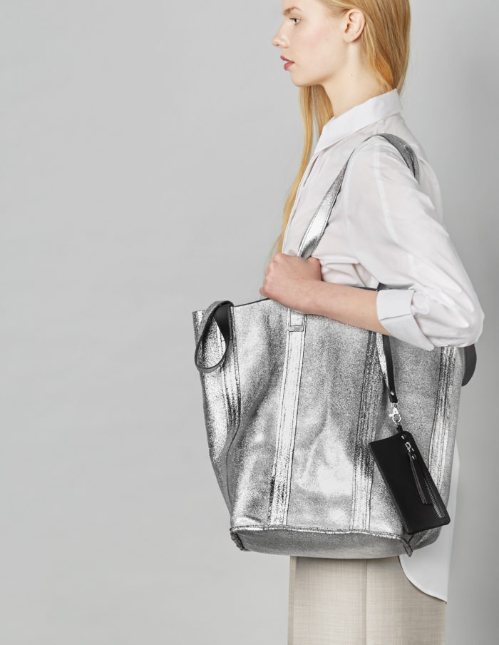 Linda Reversible Tote in black and silver