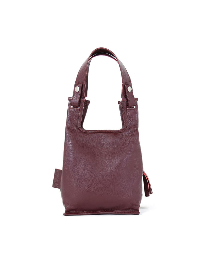 Supermarket Bag XS in carmin red.